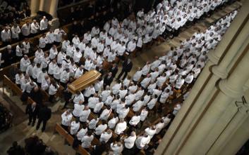 Σεφ και χιλιάδες κόσμου αποχαιρέτισαν τον «πάπα» της γαλλικής γαστρονομίας