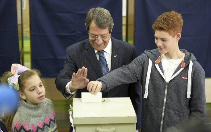 Επιβεβαιώθηκε η μονομαχία Αναστασιάδη – Μαλά στο 2ο γύρο των εκλογών στην Κύπρο