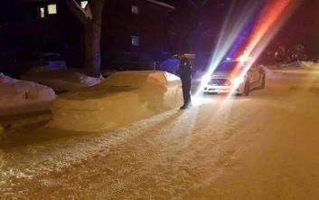Έφτιαξε αυτοκίνητο από χιόνι και παραλίγο να φάει κλήση