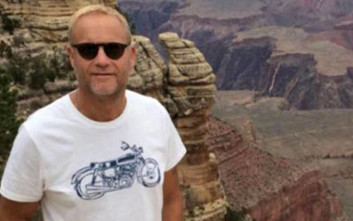 Το μπλουζάκι που φορούσε στις οικογενειακές διακοπές τού έσωσε τη ζωή