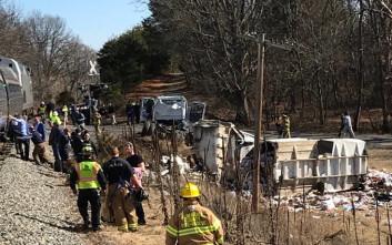 Νεκρός ένας άνθρωπος από το απορριμματοφόρο που συγκρούστηκε με το τρένο στις ΗΠΑ