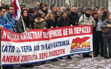 Αποχώρησαν από το Ειρηνοδικείο Αθηνών οι διαδηλωτές