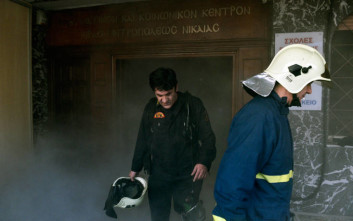 Σοβαρές υλικές ζημιές από πυρκαγιά σε κτίριο στου Ρέντη