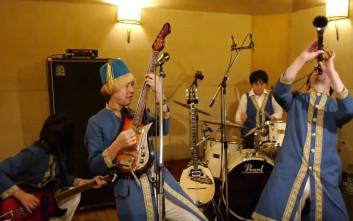 Η πιο απρόσμενη ερμηνεία του τραγουδιού «Βρε Μελαχρινάκι» έρχεται από την Ιαπωνία