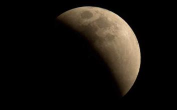 Η Σελήνη συρρικνώνεται σαν σταφίδα και παράγει σεισμούς