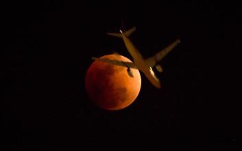 Μια Σελήνη τεράστια, πιο κοντινή από ποτέ και «ματωμένη»