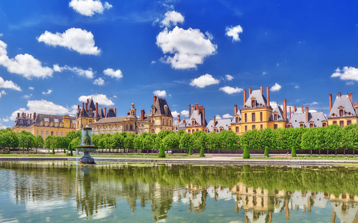 Η μικρή γαλλική πόλη με το επιβλητικό παλάτι