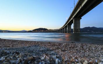 Η εντυπωσιακή γέφυρα της λίμνης Πολυφύτου