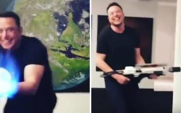 Ο Elon Musk άρχισε να πουλά… φλογοβόλα