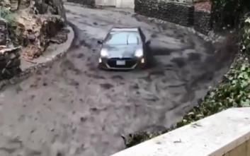 Αυτοκίνητο παρασύρεται από χείμαρρο, αλλά ο οδηγός του καταφέρνει να το ελέγξει