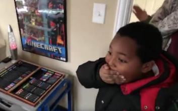 Η χαρά ενός άστεγου αγοριού όταν αντικρίζει το πρώτο δικό του δωμάτιο