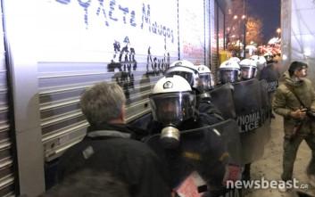 Οι διαδηλωτές του ΠΑΜΕ «απώθησαν» τα ΜΑΤ