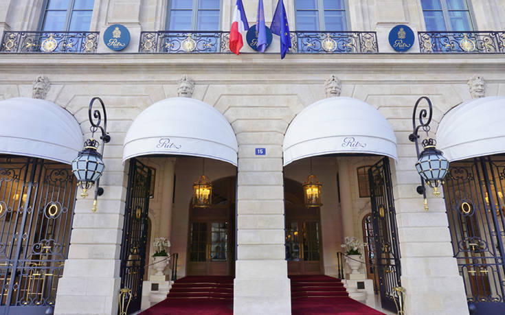 Το ξενοδοχείο Ritz ανακαινίζεται και βγάζει σε δημοπρασία 3.500 έπιπλα