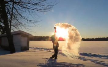 Μετατρέποντας βραστό νερό σε πάγο σε ένα δευτερόλεπτο