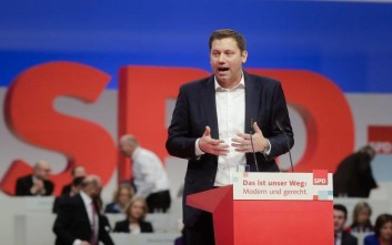 Social Democratic Party, SPD, Secretary General candidate Lars Klingbeil delivers his speech at a party's convention in Berlin, Friday, Dec. 8, 2017. (AP Photo/Markus Schreiber)