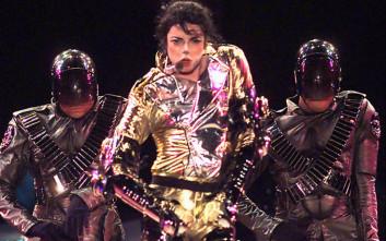 Το σκοτεινό ντοκιμαντέρ για τον Μάικλ Τζάκσον έχει ήδη συνέπειες στη μουσική του