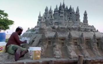 Γνωρίστε τον Βραζιλιάνο που μένει εδώ και 22 χρόνια σε ένα κάστρο από… άμμο