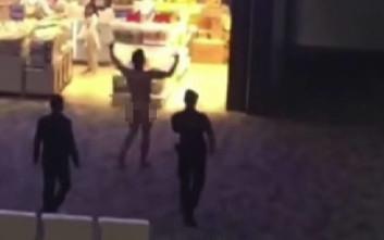 Γυμνός άνδρας εκτόξευε περιττώματα σε αεροδρόμιο της Ταϊλάνδης