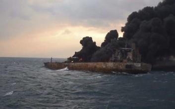 Συνεχίζονται οι εκρήξεις στο τάνκερ που συγκρούστηκε με φορτηγό στην Κίνα
