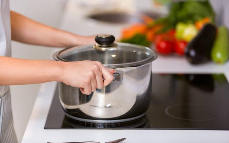 Πώς να καθαρίσετε τις καμένες κατσαρόλες