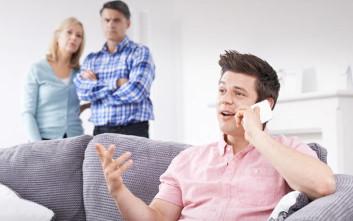 Κορονοϊός: Ανήσυχοι οι γονείς για την επικοινωνία με τα παιδιά τους