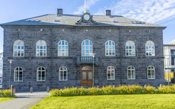 Η Ισλανδία έγινε η πρώτη χώρα που επιβάλλει ίση αμοιβή για άντρες και γυναίκες