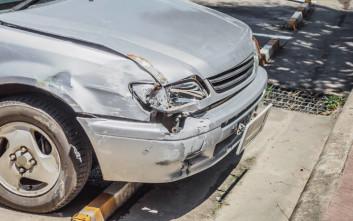 Δεν είχε δίπλωμα, πάτησε άνθρωπο με το αμάξι της, κι όμως τη γλίτωσε