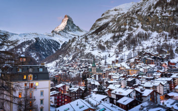 Δεκατρείς χιλιάδες τουρίστες έχουν αποκλειστεί σε χιονοδρομικό κέντρο της Ελβετίας
