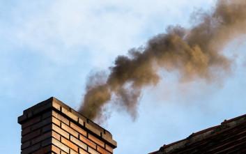 Πήγε τους γείτονές του στο δικαστήριο επειδή τον «έπνιγαν» με την αιθαλομίχλη τους
