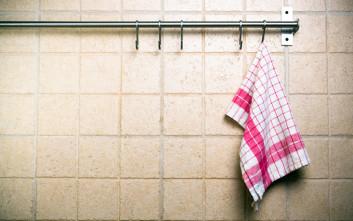 Ο μεγάλος κίνδυνος που κρύβουν οι πετσέτες κουζίνας