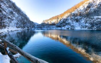 Η απόκοσμη ομορφιά των λιμνών της μαύρης βασίλισσας