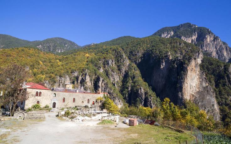 Το μοναστήρι μέσα στο φαράγγι