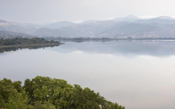 Σαγηνευτικό τοπίο στη λίμνη Βεγορίτιδα