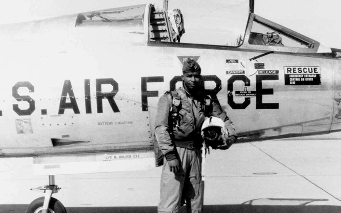 Ο πρώτος μαύρος αστροναύτης που θέλησαν κάποιοι να κρατήσουν διαχρονικά στην αφάνεια