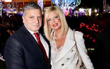 Το ζεύγος Πατούλη μας εύχεται «Καλή Χρονιά» από το γιορτινό σαλόνι του