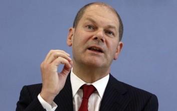 Σολτς: Κυνικοί όσοι ζητούν να προστατεύσουμε την οικονομία παρά να ασχοληθούμε με τον κορονοϊό