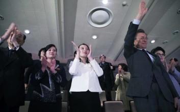 Η αδελφή του Κιμ Γιονγκ Ουν παρακολούθησε συναυλία στο πλευρό του νοτιοκορεάτη προέδρου