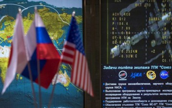 Icons for the International Space Station and Soyuz MS-07 spacecraft are seen on a tracking map along with live video of the International Space Station are seen on screen in the Moscow Mission Control Center as the Soyuz MS-07 spacecraft approaches for docking, Tuesday, Dec. 19, 2017 in Korolev, Russia. (Joel Kowsky/NASA via AP)
