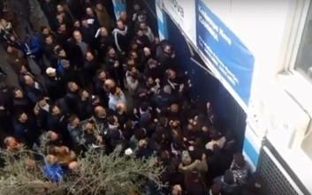 Με «ντου» στη θύρα 4 του σταδίου των Ιωαννίνων μπήκαν οι οπαδοί του ΠΑΟΚ