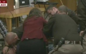 Πατέρας κοριτσιών που κακοποιήθηκαν από τον Νασάρ του επιτέθηκε στο δικαστήριο