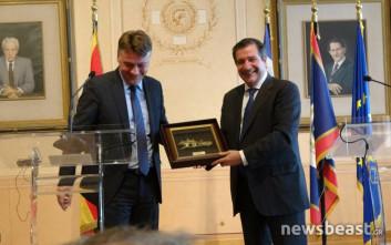 Δώρα αντάλλαξαν Καμίνης και δήμαρχος Σκοπίων