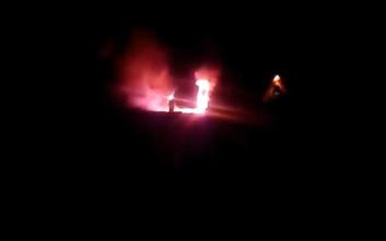 Στις φλόγες τυλίχτηκε νταλίκα