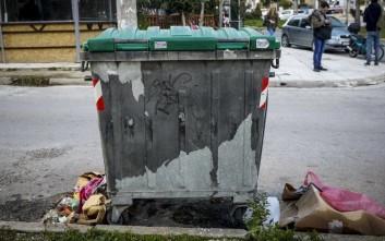 Συγκλονιστικές λεπτομέρειες για το νεκρό βρέφος σε κάδο σκουπιδιών στην Πετρούπολη