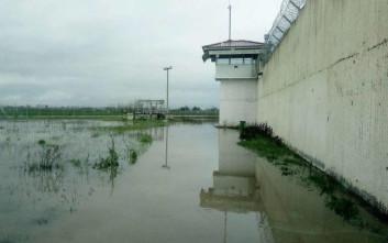 «Βούλιαξαν» οι φυλακές Τρικάλων από τη νεροποντή