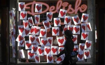 Άγιος Βαλεντίνος: Ποιες οι συνήθειες των Ελλήνων καταναλωτών για την ημέρα των ερωτευμένων;