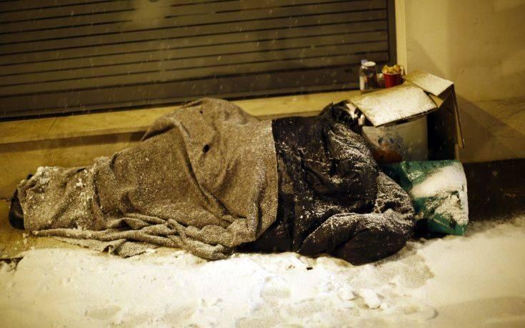 Η άγνωστη ιστορία των αστέγων που δεν μπορούσαν να πάρουν το κοινωνικό μέρισμα