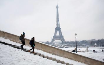 Το χιόνι και ο παγετός κρατούν κλειστό τον Πύργο του Άιφελ
