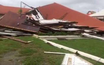 Κυκλώνας ισοπέδωσε τη Βουλή της Τόνγκα