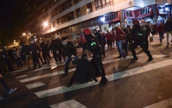 Basque riot police clash with followers of Athletic Bilbao and FC Spartak Moskva before the match during the Europa League - round of 32, 2nd leg, between Athletic Bilbao and FC Spartak Moskva, at San Mames stadium, in Bilbao, northern Spain, Thursday, Feb.22, 2018. (AP Photo/Alvaro Barrientos)