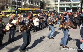 Παρέλαση στην Αθήνα έκαναν οι «Κουδουνάτοι» και οι «Κορδελάτοι»